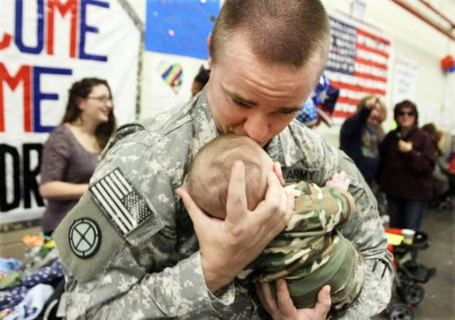 Touching Pics of Soldiers Returning Home to Their Families