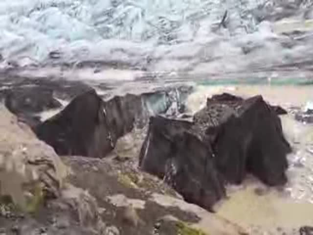 Awesome Footage of an Iceberg Breaking in Real Life