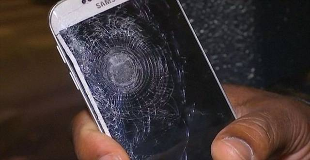 A Mobile Phone Saves a Man from Terrorist Attacks in Paris