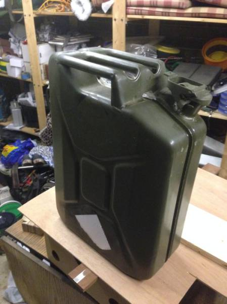 Creative Dude Uses a Jerry Can to Build His Own Mini Bar