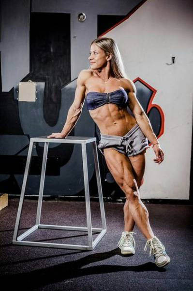 Female Bodybuilder Undergoes a Dramatic Body Transformation in Only One Year