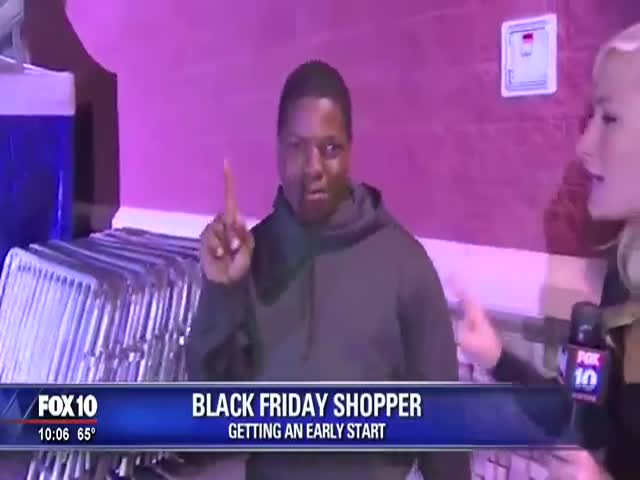 "This Crazy Dude Is a ""Black Friday"" Shopping Expert"