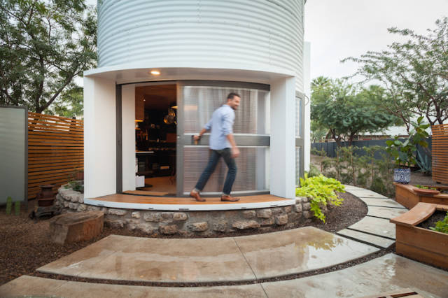 Inventive Architect Turns a 1955 Grain Solo into a Compact Home