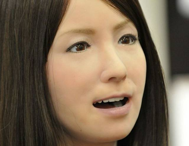 This Robot Female Is Surprisingly Lifelike and It's Kind of Disturbing