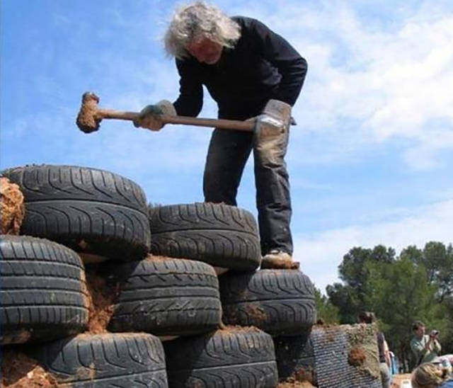 """This Architect Is the Creator of """"Earthships"""" and They Are the Coolest Homes Ever"""