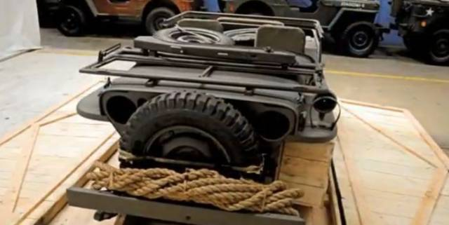 Who Won't Believe What These People Found inside a Crate