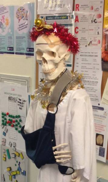Hospital Employees Find Fun Ways to Inject a Little Christmas Cheer into Bleak Hospital Wards