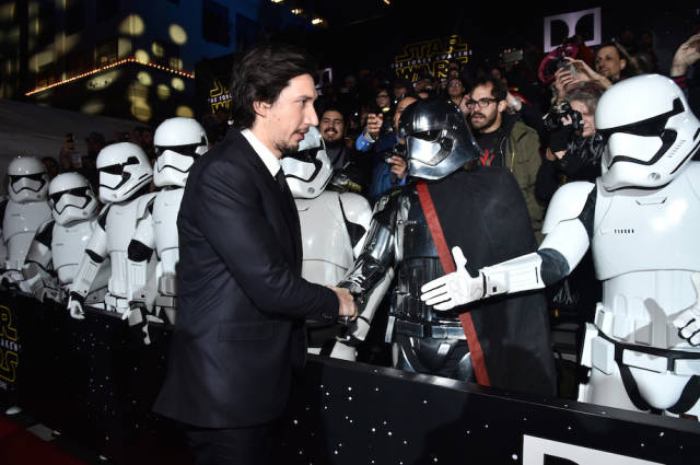 "Inside Pics from the Red Carpet at the ""Star Wars: the Force Awakens"" Premiere"