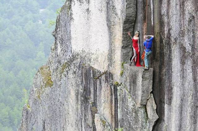 Professional Mountain Guide Takes Daredevils Up Mountains to Do Something out of the Ordinary