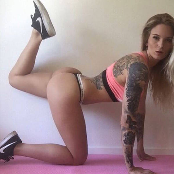 A Little Sexy Stretching to Get You in the Mood for the Weekend