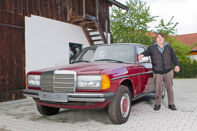 You Won't Believe It but This Three Decade Old Mercedes Benz Is Still Brand Spanking New