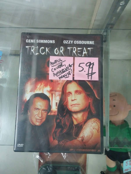 Thrift Shop Discoveries That Are Totally Arbitrary but Really Awesome at the Same Time
