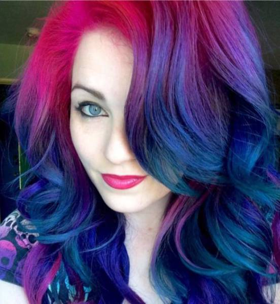Hairstylist Takes You Behind The Scenes Of Social Media Selfies