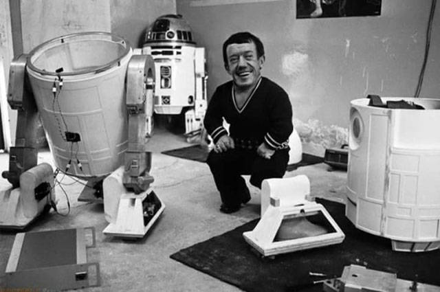 """Candid Vintage Snaps Taken on the """"Star Wars"""" Set All Those Years Ago"""