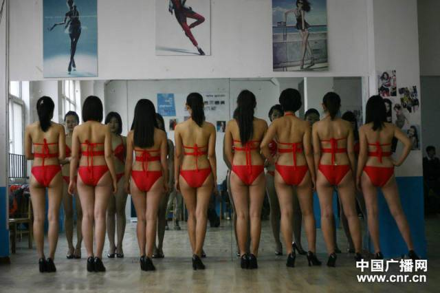 Becoming a Chinese Flight Attendant Is Quite Competitive