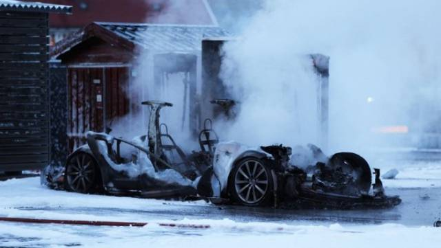 Tesla Model S Spontaneously Combusts at a Charging Station in Norway