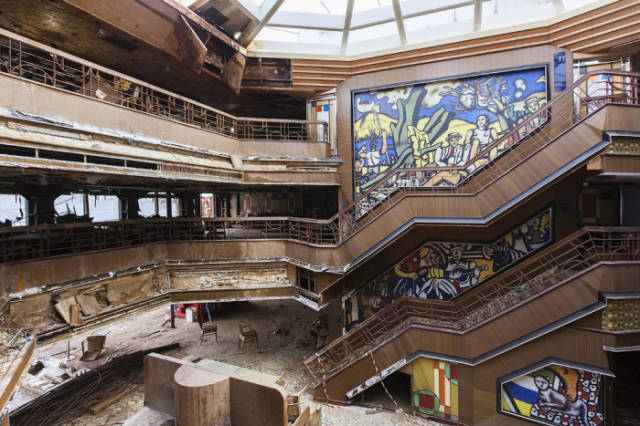 A Fascinating Journey inside the Wreckage of the Costa Concordia