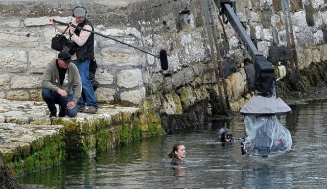 "These Cool Set Photos from ""Game of Thrones"" Gives Us a Sneak Peak of the Action We Can Expect in Season 6"