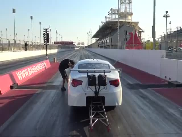 This Is What a Really Fast Car Looks Like in Action