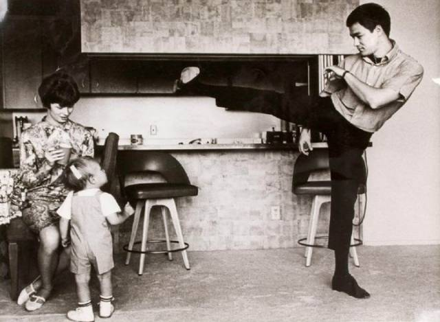 Candid and Heartwarming Family Photos of the Iconic Martial Arts Legend Bruce Lee
