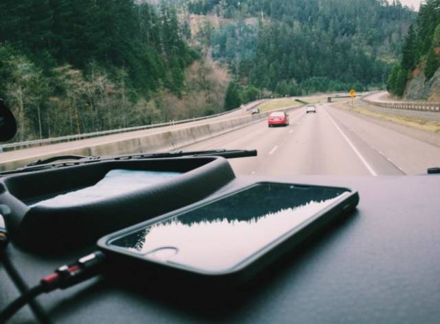 The Most Useful Smartphone Hacks to Try Out the Next Time You Go Travelling