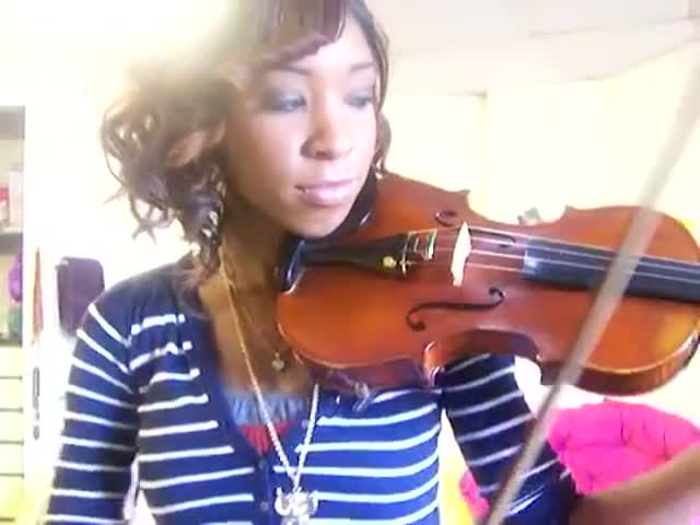 Violinist Perfectly Imitates the Sound of a Car Alarm