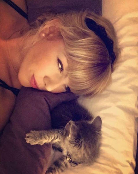 Is it Taylor Swift or Her Doppelganger?