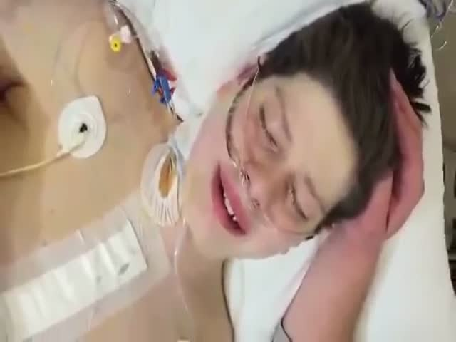 Touching Reaction of the Boy Who Realizes He Survived Heart Surgery