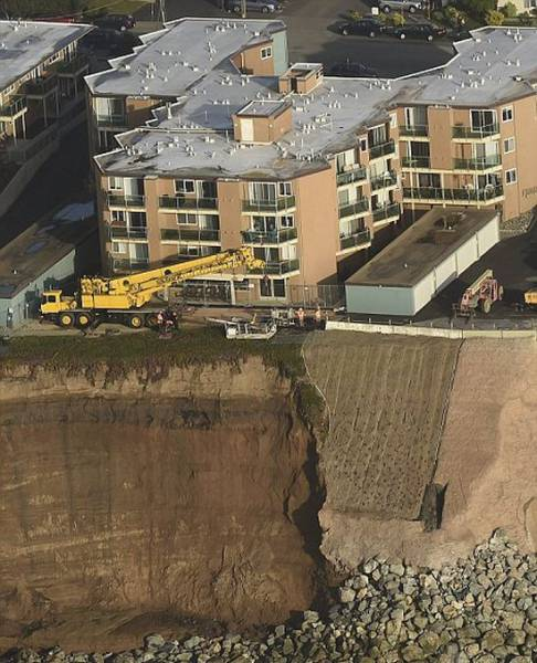 California Coastline Is Collapsing Leaving Houses Hanging on the Edge