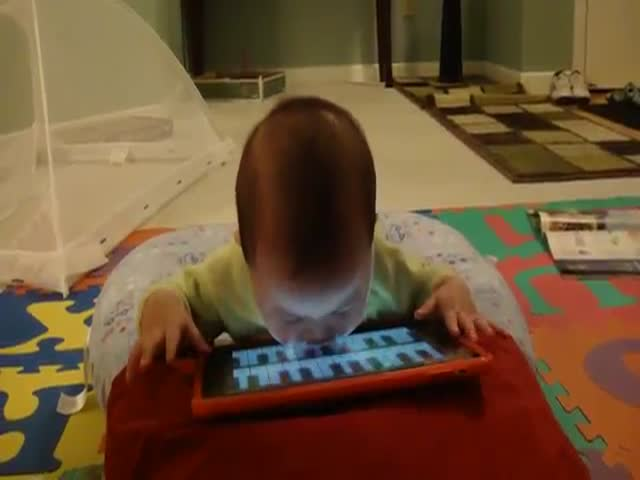 This Tiny Baby Has Mastered the Art of Playing a Piano