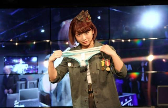 Loser Teams Get Panties From a Japanese Porn Star
