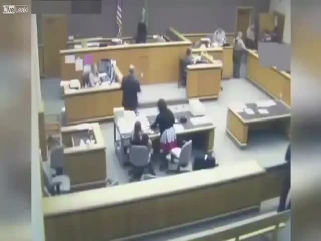 Epic Fail Of Court Guards When A Handcuffed Convict Blatantly Escapes The Courthouse