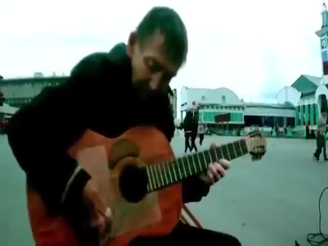 Homeless Man Has Great Guitar Skills