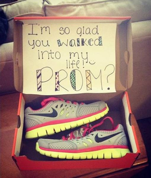 Guys Find Creative Ways to Invite Girls to a Prom