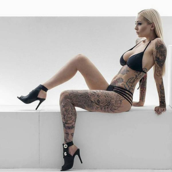 Sexy Girls Who Like Ink