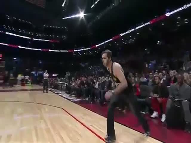 A Fan Made An Incredible Dunk In Jeans That Won A NBA Dunk Contest