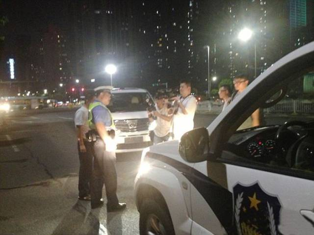How In China The Police Punish Drivers Who Use High Beams