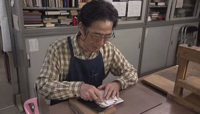 Japanese Master Restores Old Books