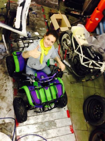 Amazing Girl That Lives Her Life To The Fullest Despite Missing Both Legs
