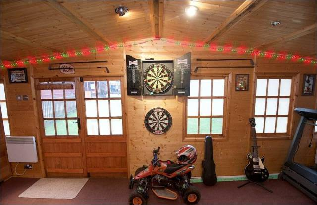 Random House In Bristol That Has An Ultimate Man Cave