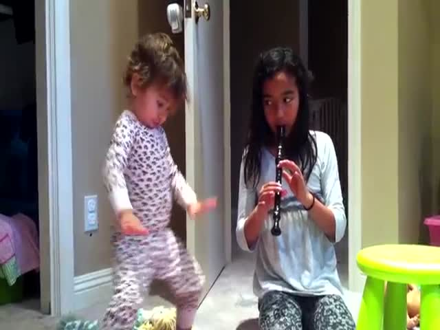 Hilarious Dancing Of A Little Girl To Her Big Sister's Recorder Playing