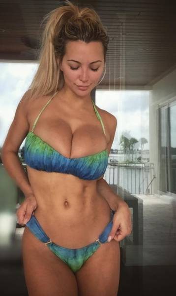 Busty Fitness Model Explains The Downsides Of Having Big Boobs