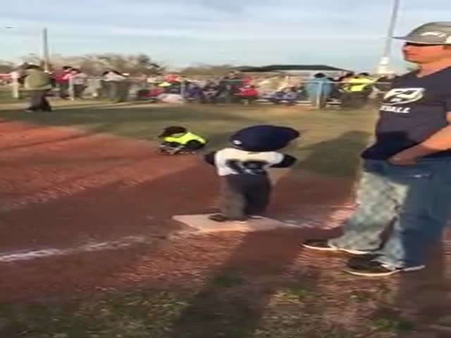 Little Baseball Player Shows Some Serious Moves While Waiting