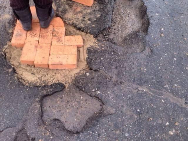 """Innovative"" Russian Technique Of Road Repairs"