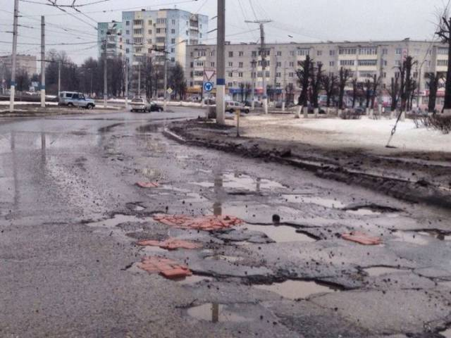 """Innovative"" Russian Technique Of Road Repairs"