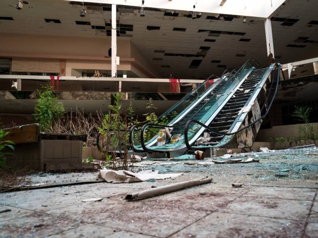 Spooky Photos Of An Abandoned Mall