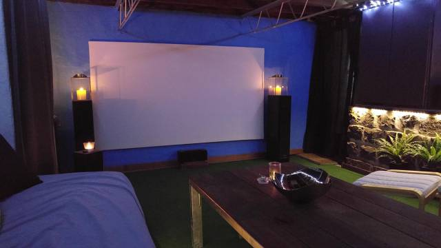 A Basement Room Turned Into An Awesome DIY Home Cinema