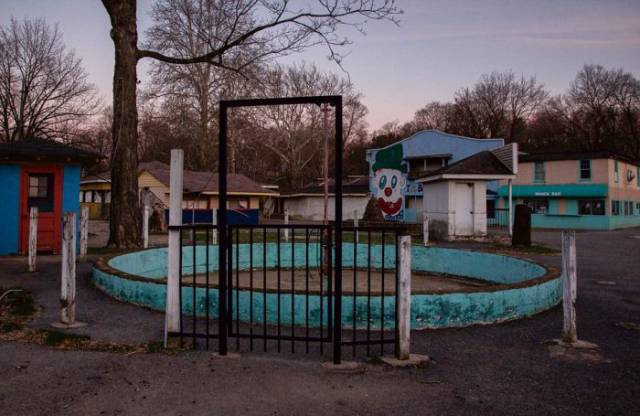 This Old Abandoned Amusement Park Doesn