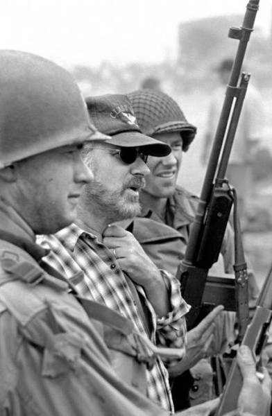 """Great Behind The Scenes Photos From """"Saving Private Ryan"""" Movie"""