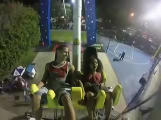 Dad Can't Help But Laugh Like A Drain When His Daughter Passes Out On An Amusement Ride
